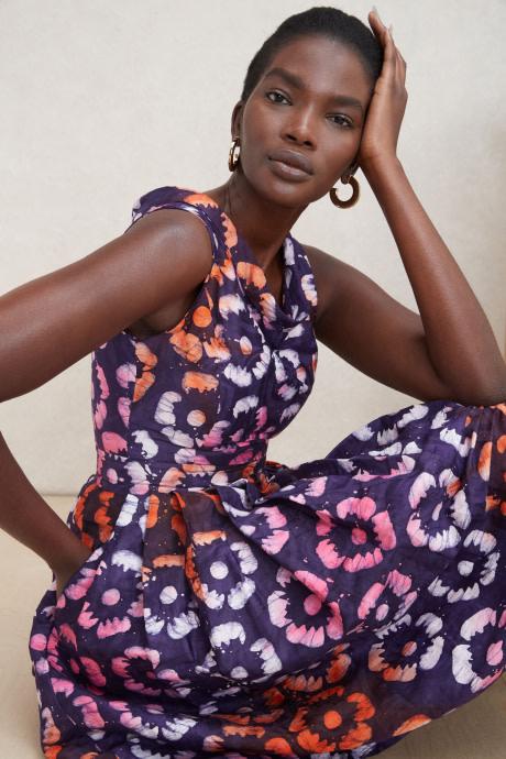 Model wearing Stitch Fix Elevate grantees women's purple floral print dress.