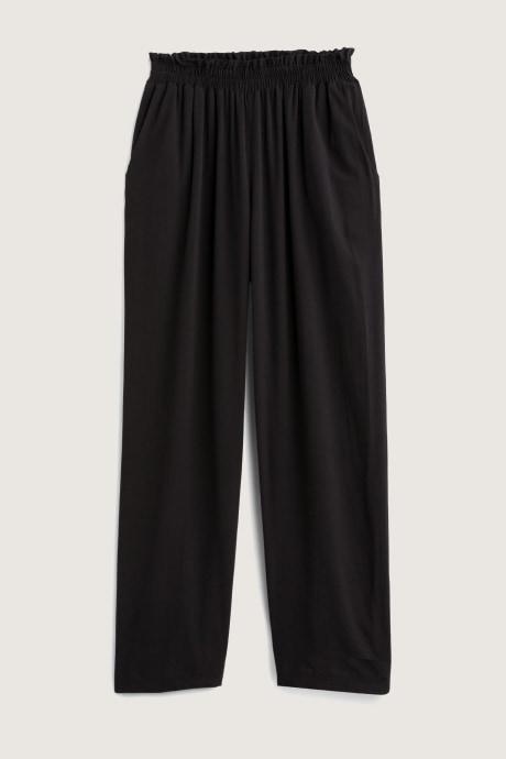 Stitch Fix Elevate grantees women's black wide-leg pants.