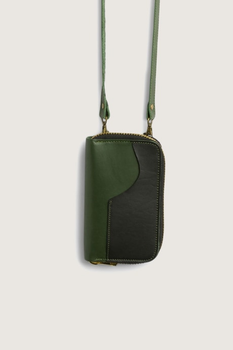 Stitch Fix Elevate grantees women's green crossbody bag.